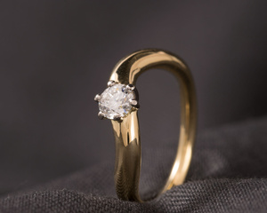 Canadian Diamond and 18ct Wash-Gold Six Claw Engagement Ring